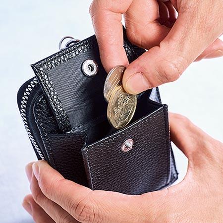 小銭が取り出しやすいマチ付きコインポケット